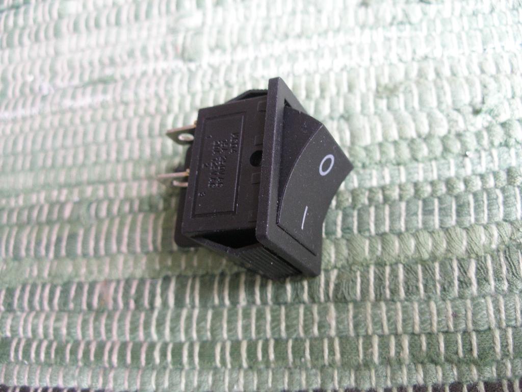 Schalter 2 polig, schwarz, 2 x 20 Ampere - 2,90 € - Groetech ...